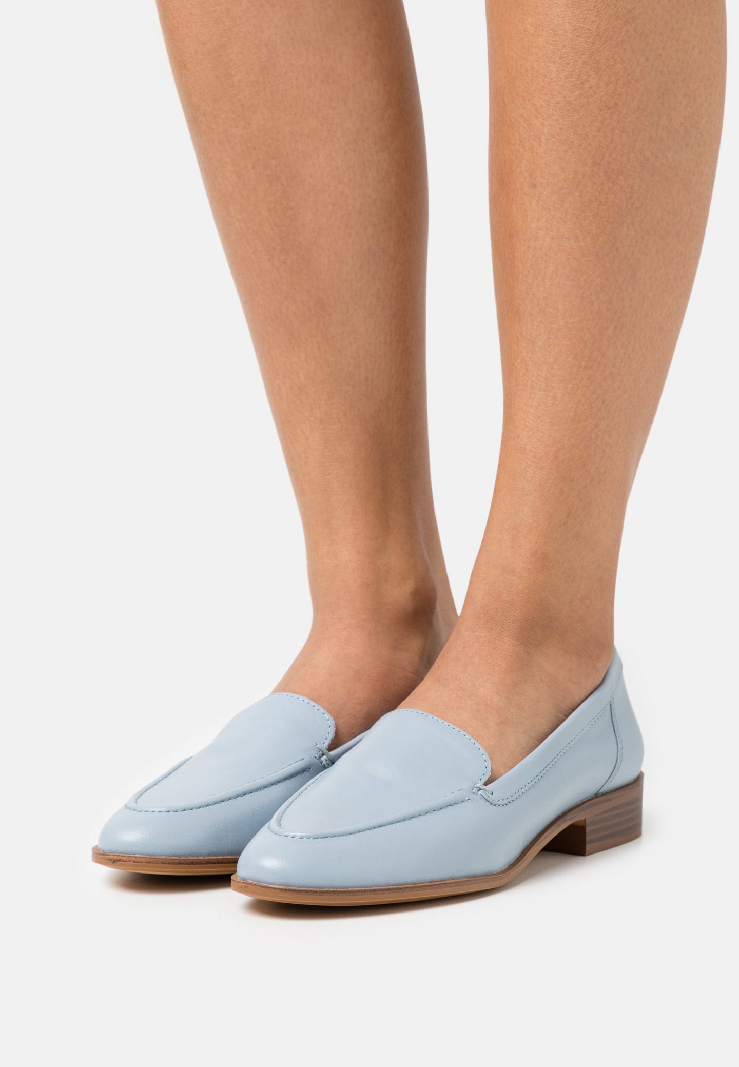 What Color Shoes To Wear With A Navy Dress: Light blue loafers