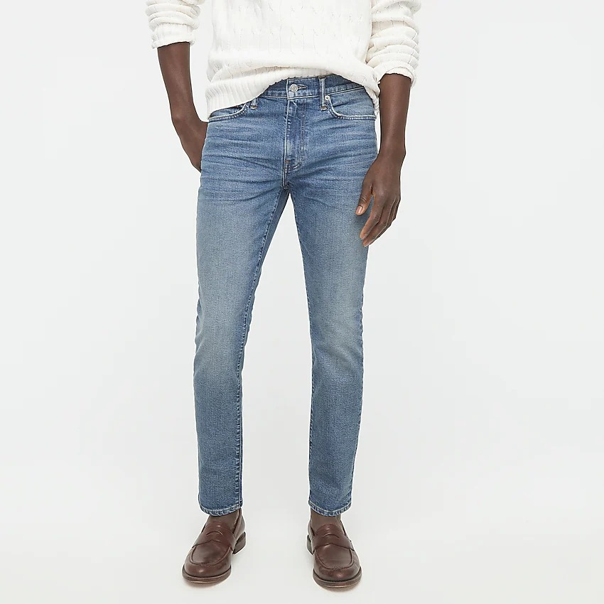 What To Wear With Sperrys: Casual jeans