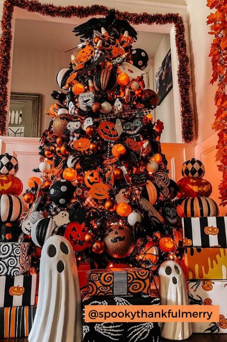 25 Spooky Halloween Tree Ideas You'll Want To Recreate This Year