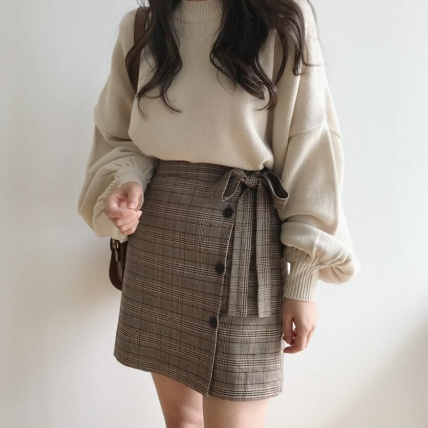 Light Academia Outfits: Plaid skirt and cream sweater