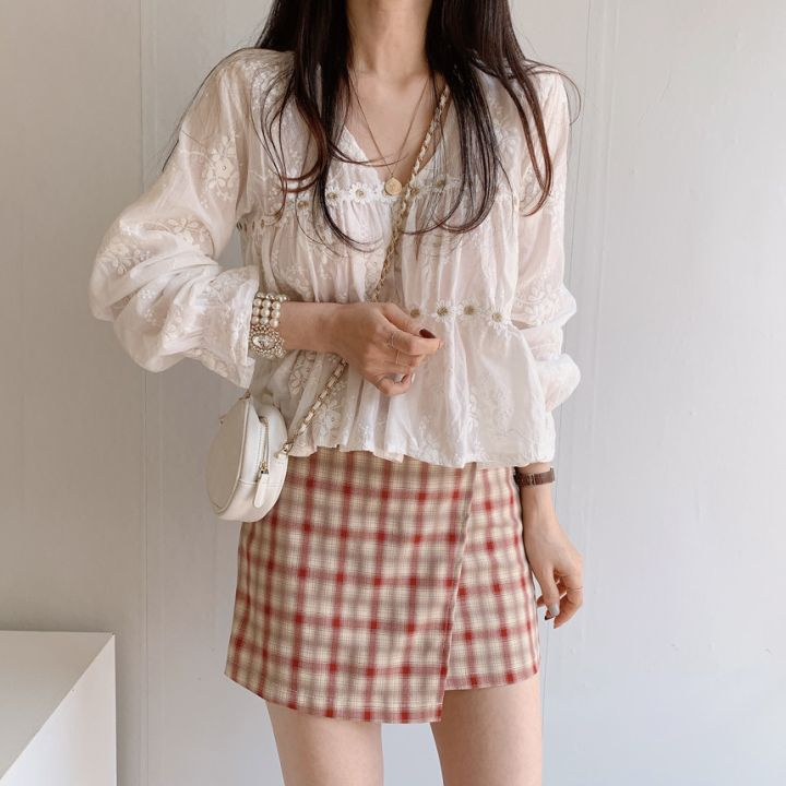 Light Academia Outfits: White lace blouse