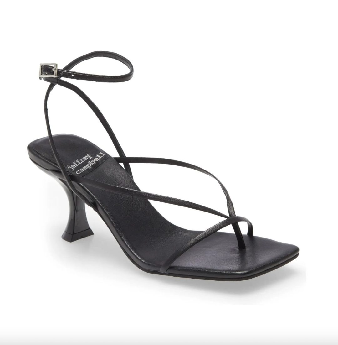 What Color Shoes To Wear With A Yellow Dress: Black strappy heels