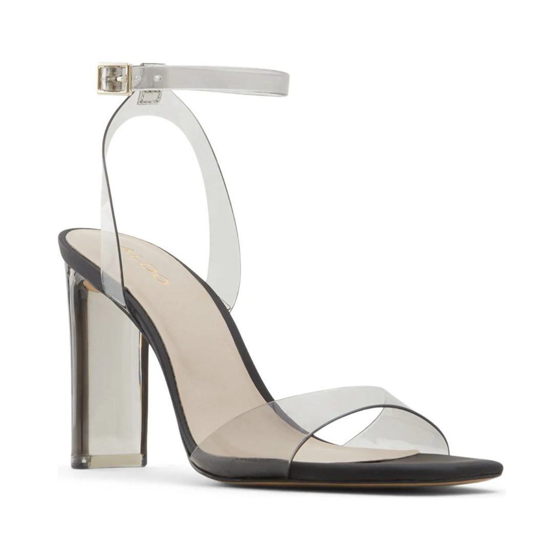What Color Shoes To Wear With A Yellow Dress: Clear black heels