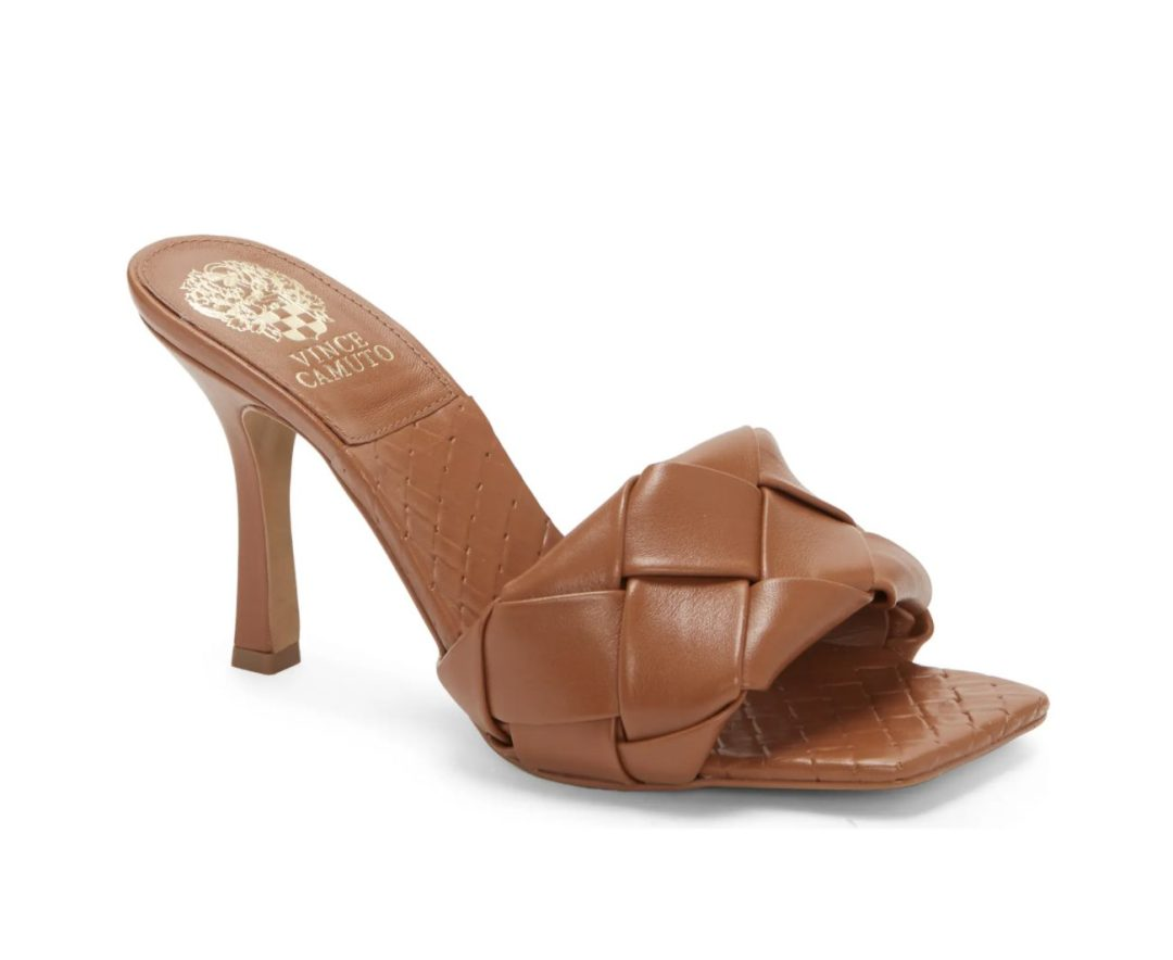 What Color Shoes To Wear With A Yellow Dress: Tan heels