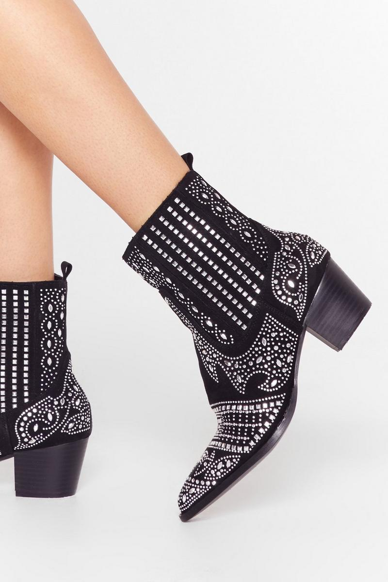 What To Wear To A Country Music Festival: Embellished black ankle boots