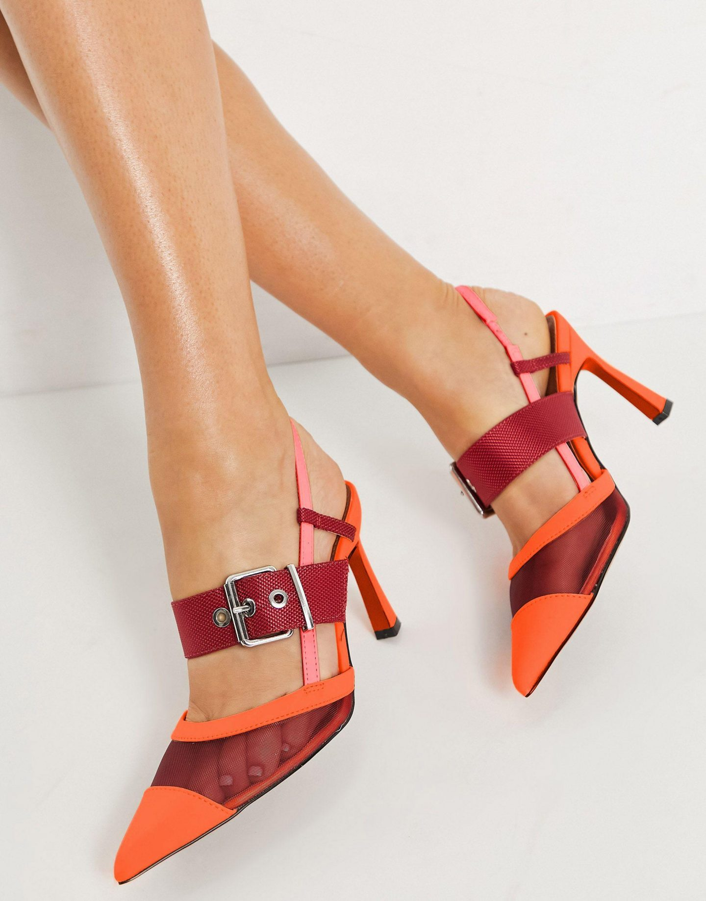 What Color Shoes To Wear With A Yellow Dress: Red and orange slingbacks
