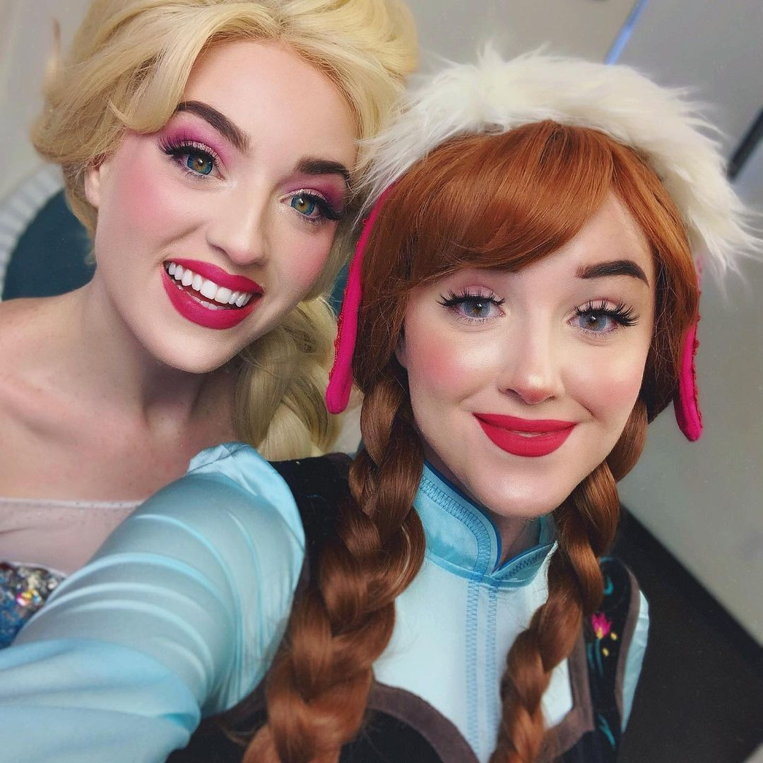 Elsa and Anna from Frozen best friends Halloween costume for 2