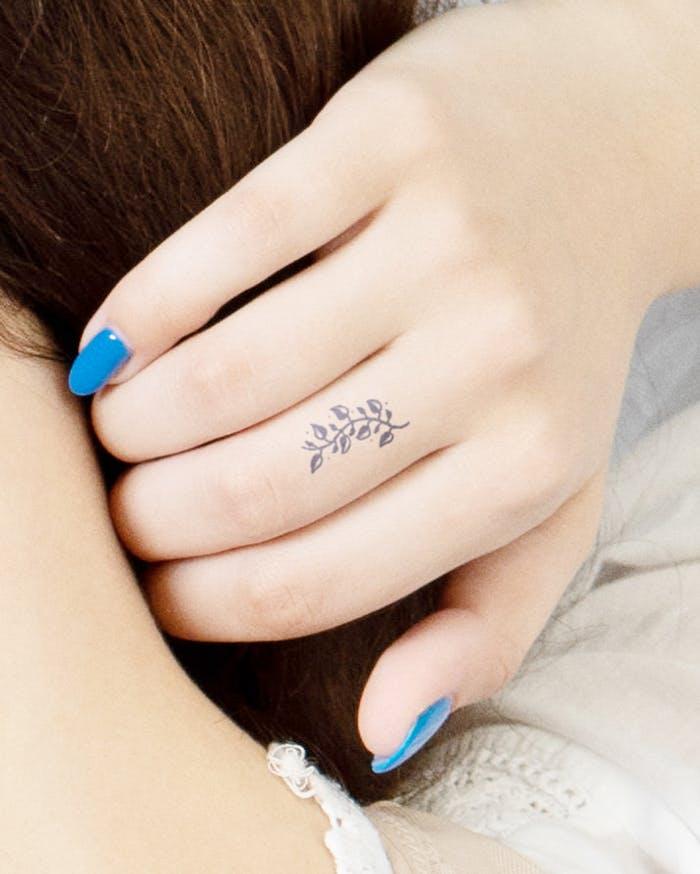 Finger tattoo ideas for females: Minimalistic leaves