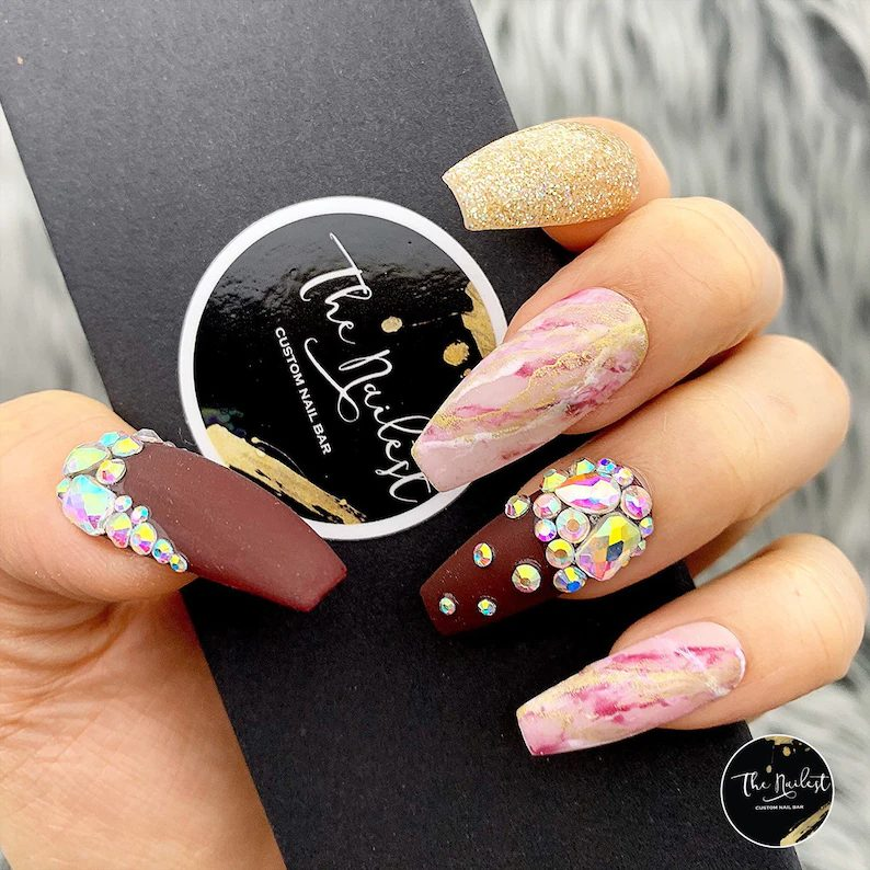 Matte burgundy, pink and gold coffin nails