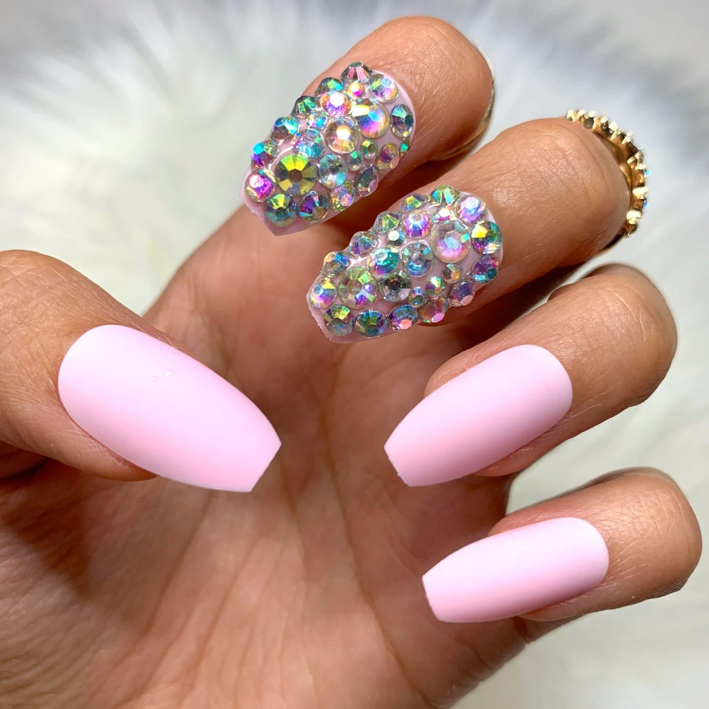 Cute short matte pink nails with crystals