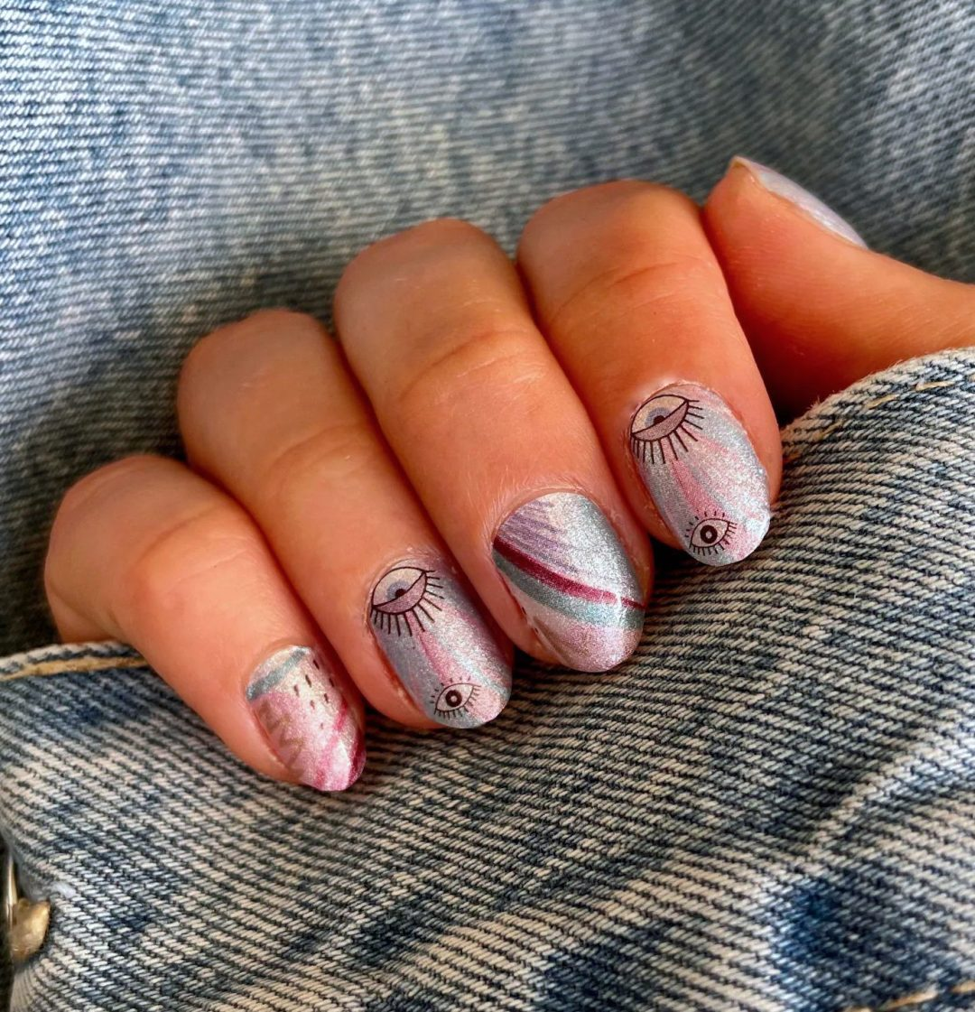 Short shimmer and glitter nails with eyes