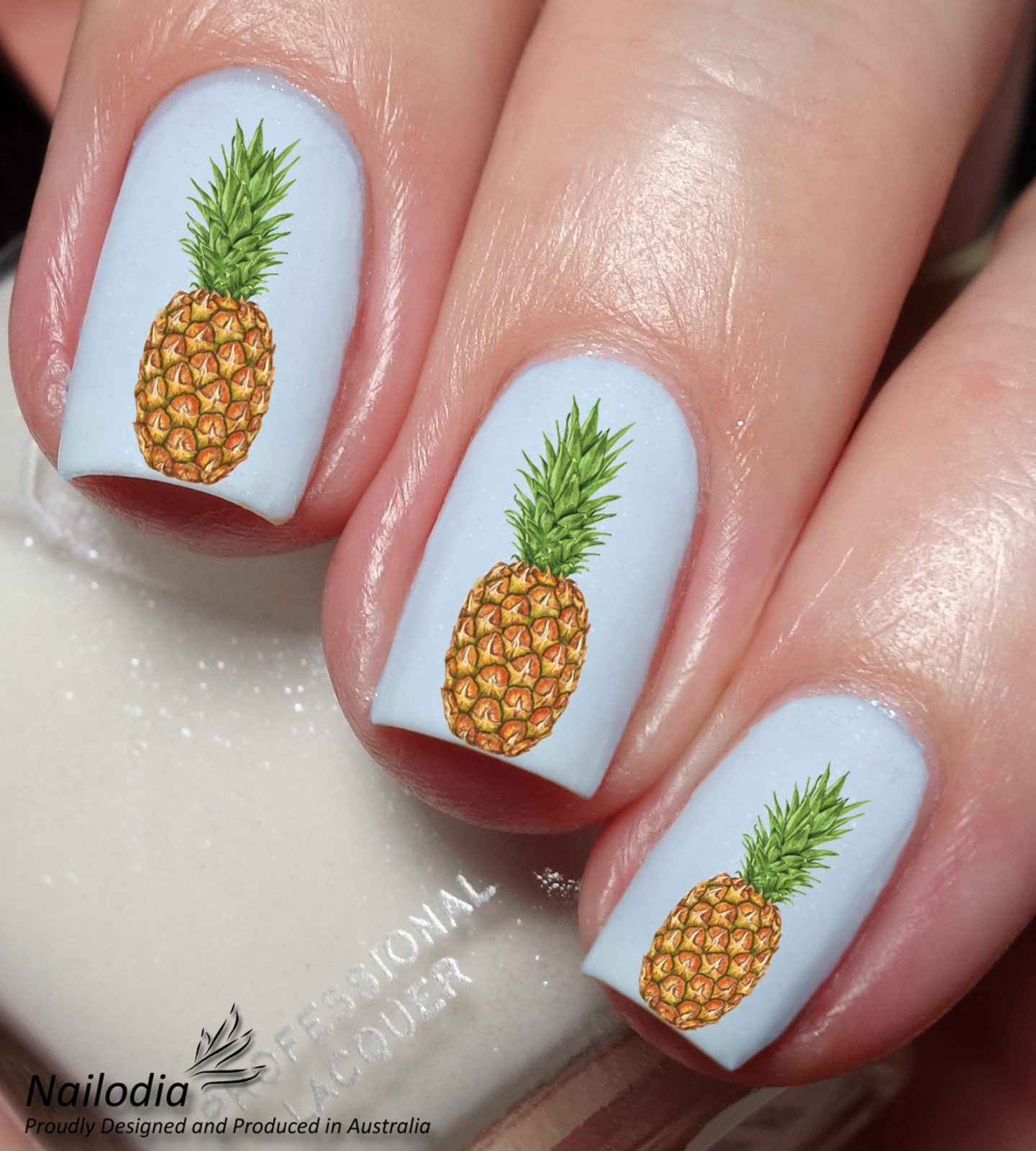 Cute short and white pineapple nails