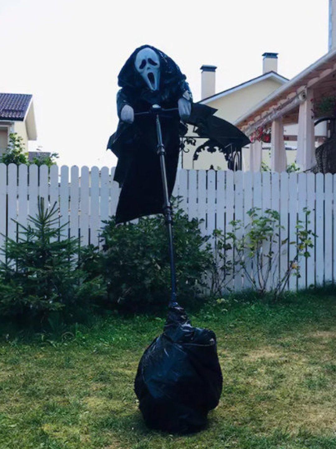Scream Scarecrow Outdoor Halloween decor