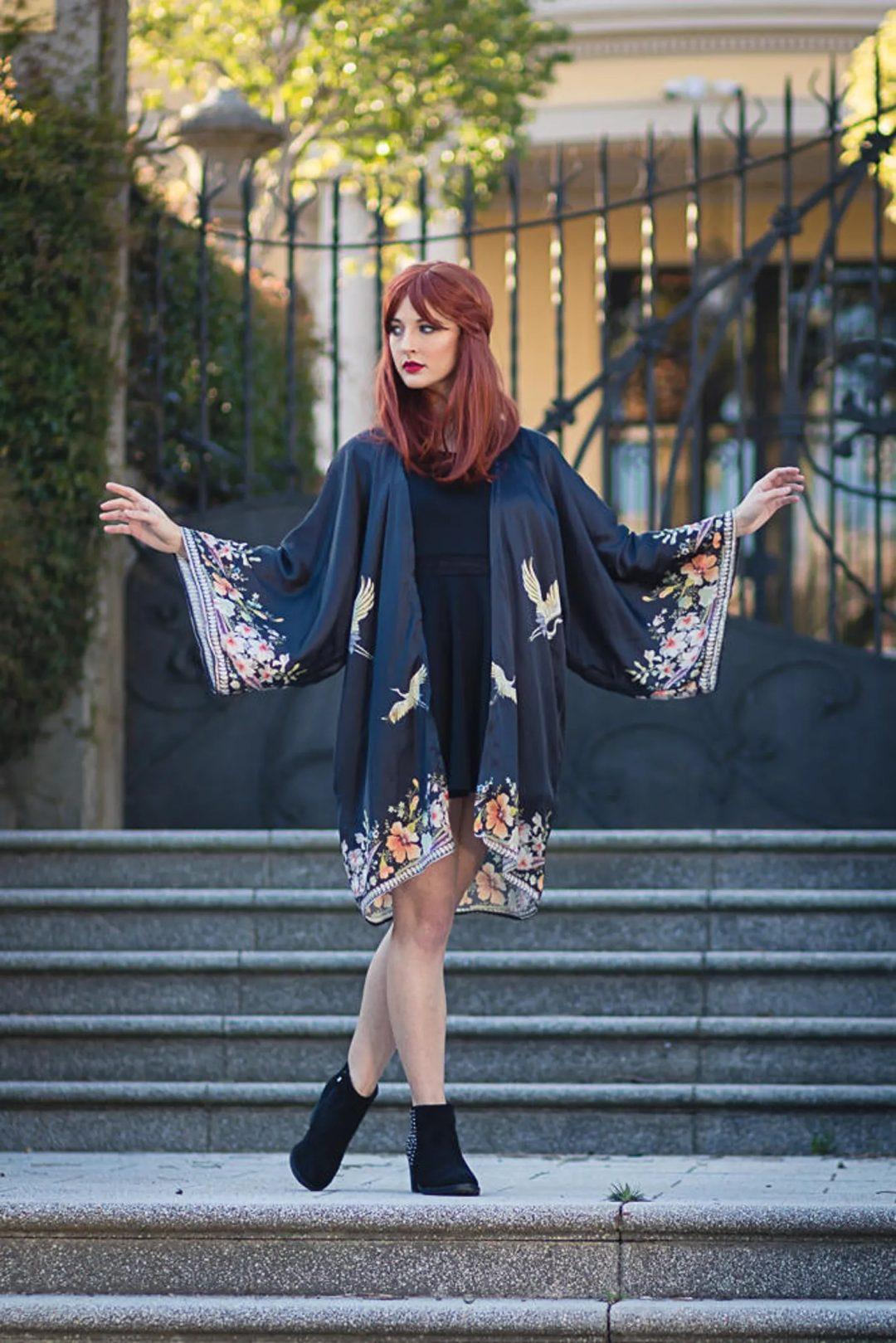 Goblincore Outfits: Dark kimono robe