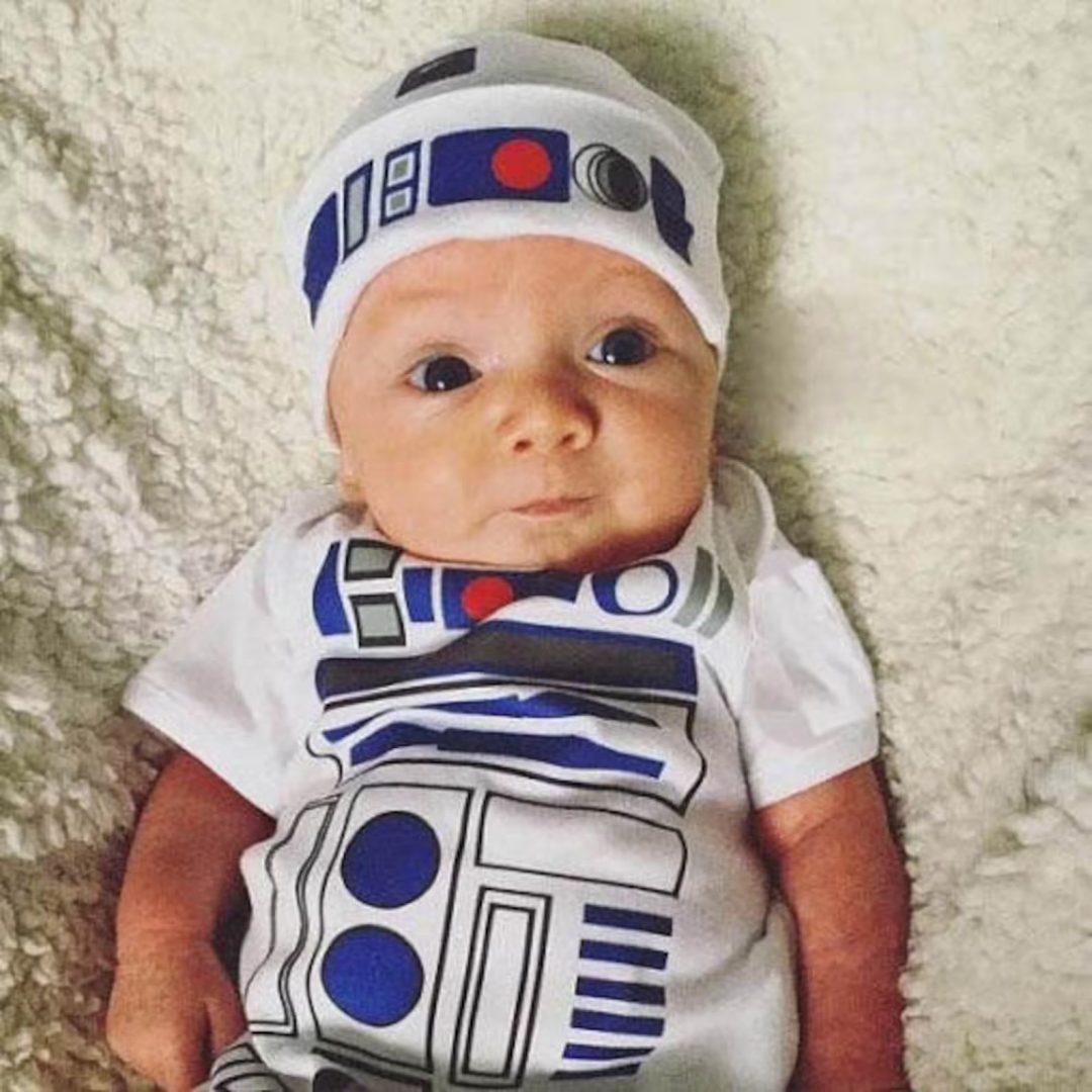 Best Newborn Halloween Costumes: R2D2 shirt with hat