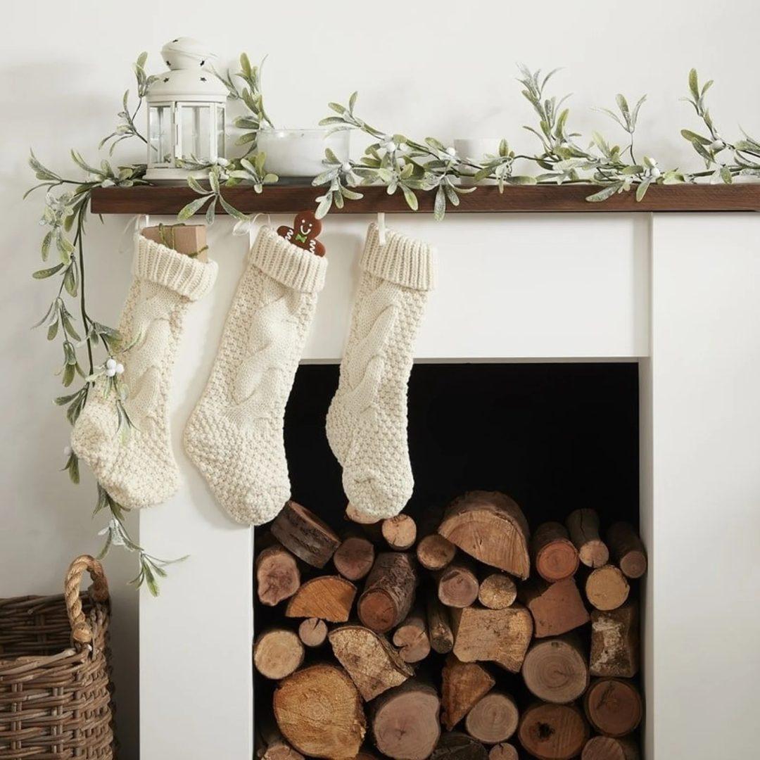 Mistletoe Fireplace Garland
