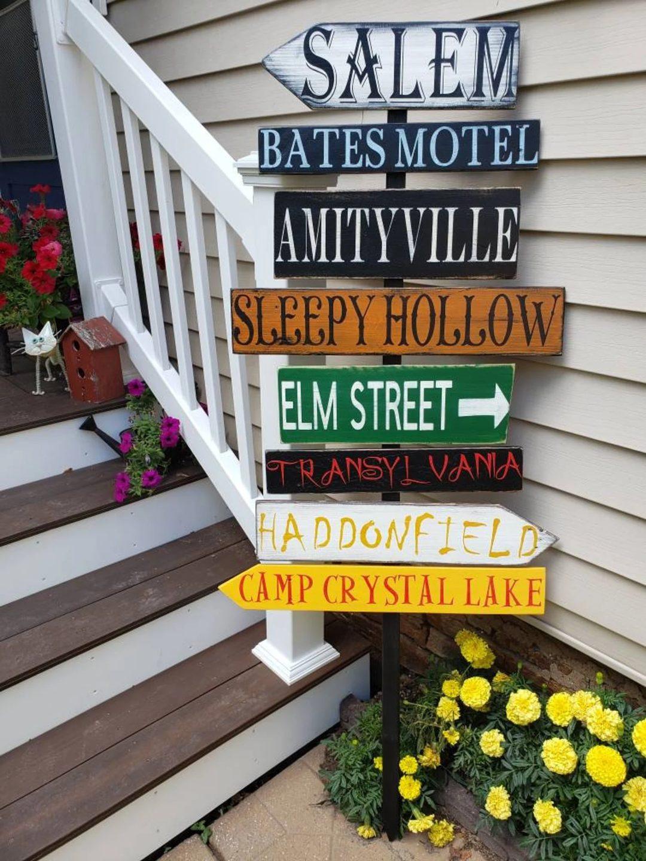 Halloween Destination Sign for best outdoor Halloween decorations