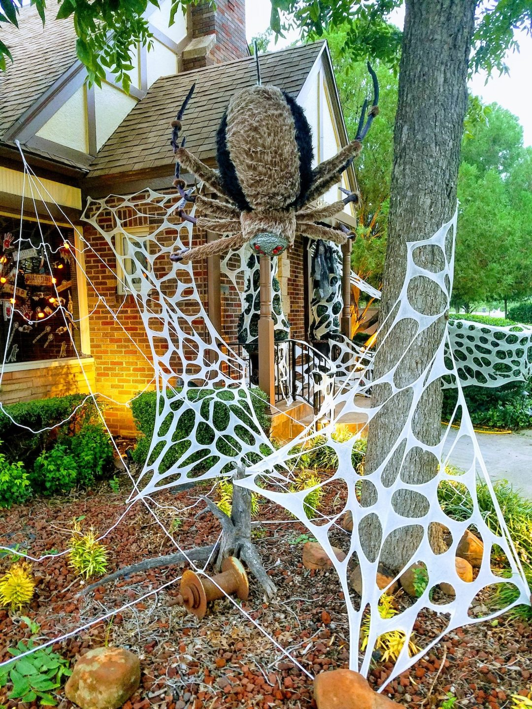 Giant Spider Web for best outdoor Halloween decorations