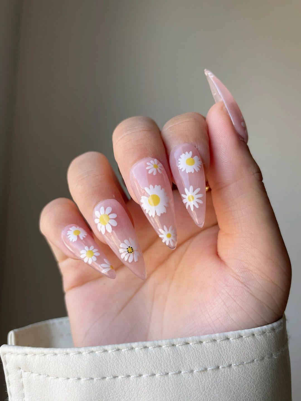 Clear daisy nails