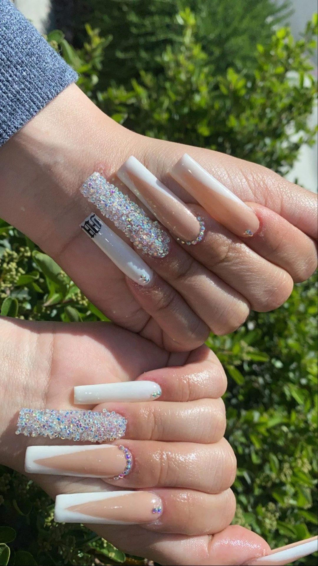 Rhinestones square nails