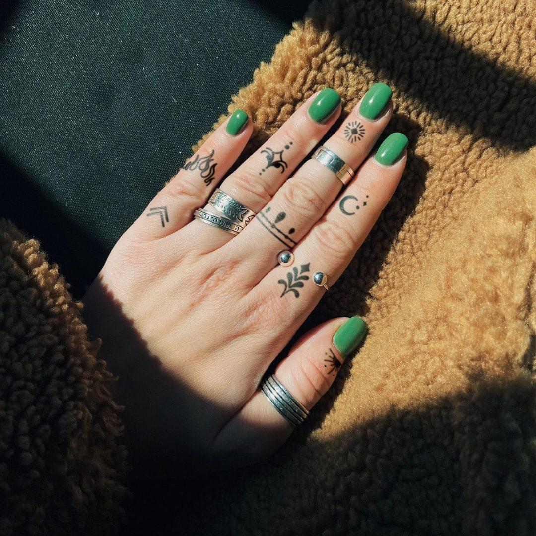 Finger tattoo ideas for females: Tribal details