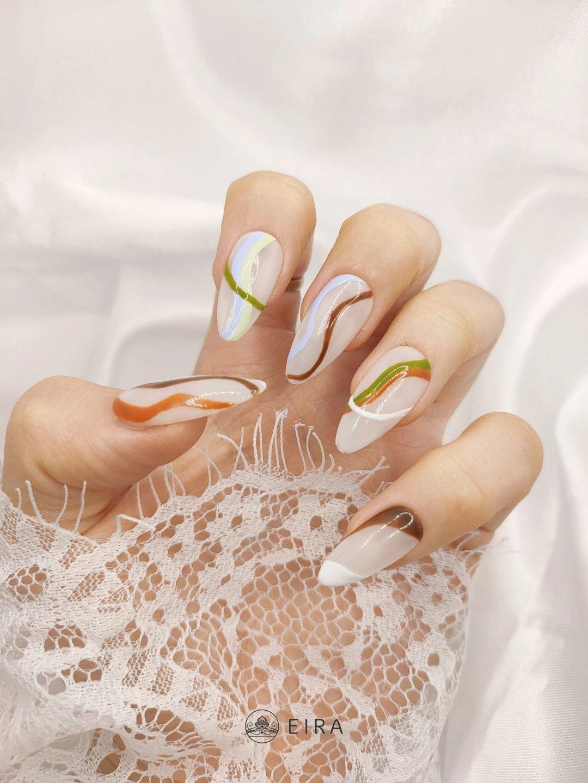 Earth tone swirl nails