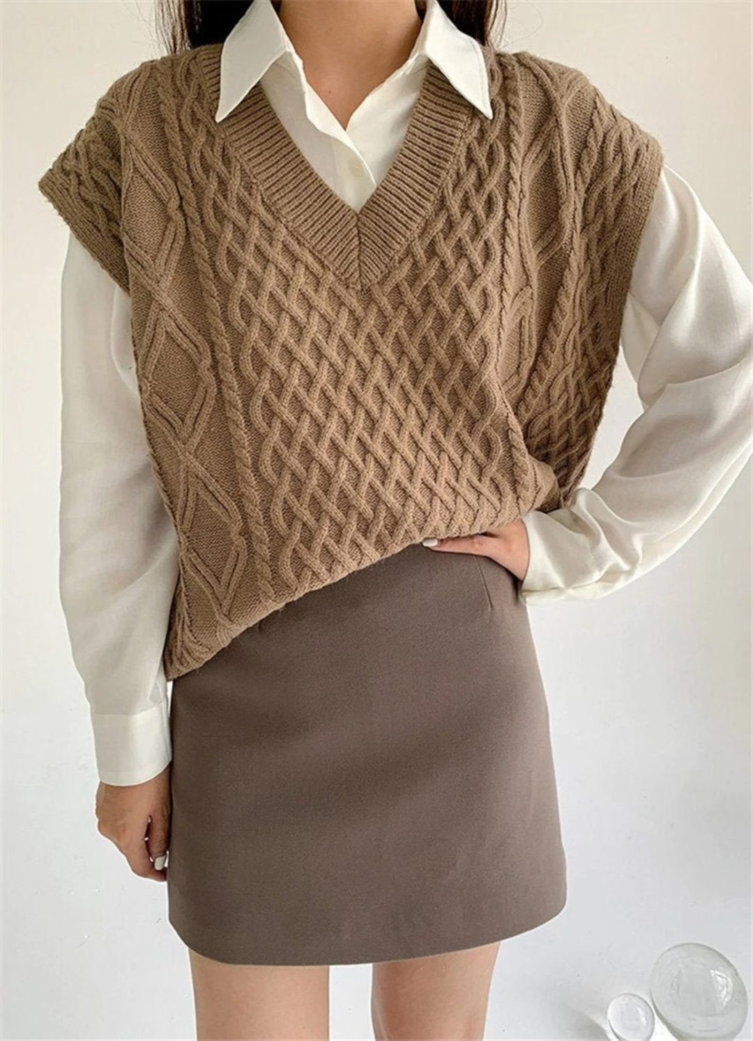 Light Academia Outfits: Beige sweater vest