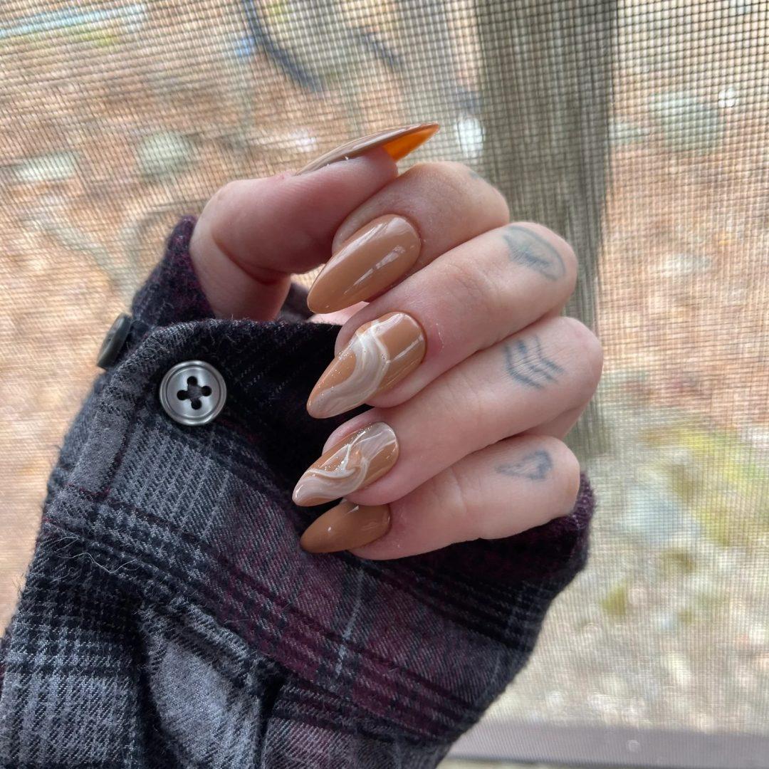 Mocha swirl nails