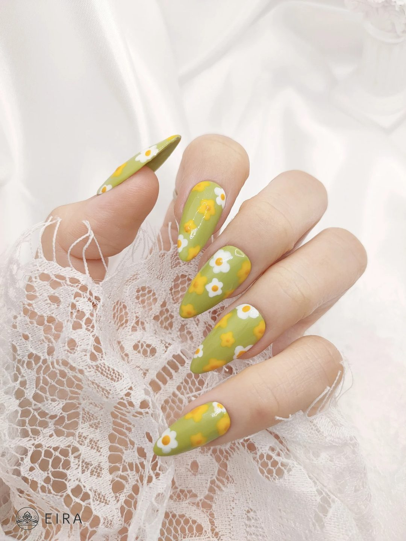 Green and yellow daisy nails