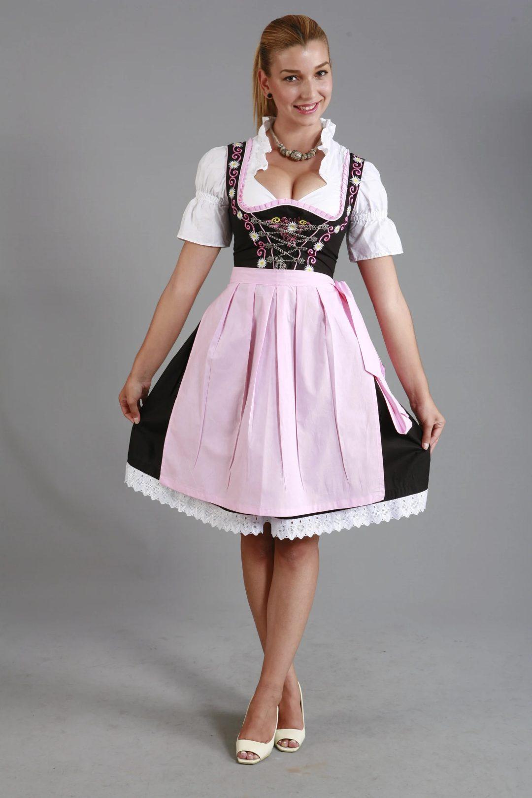 What to wear to an Oktoberfest party: Pastel pink oktoberfest dirndl dress
