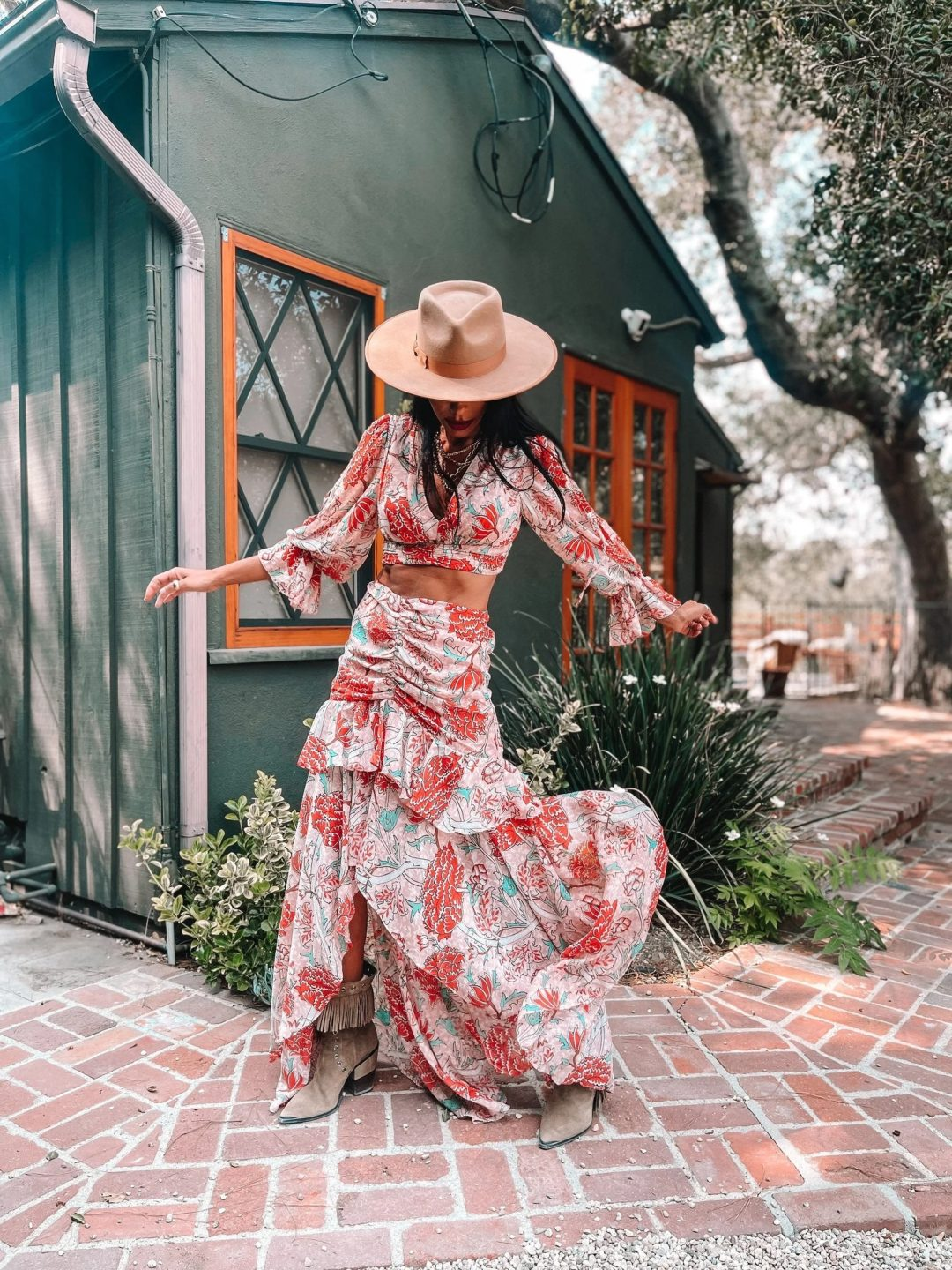 Boho Outfits: Floral flowy top and maxi skirt