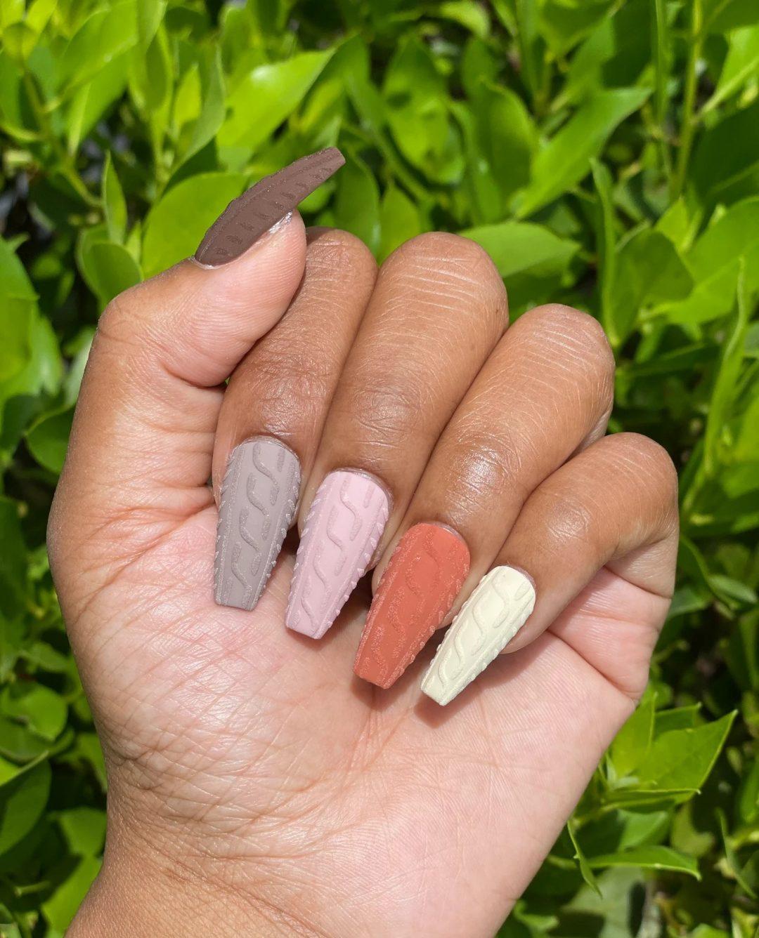 Autumn colors sweater nails