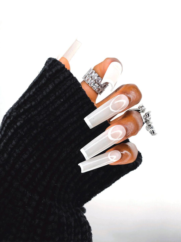 White outline square nails