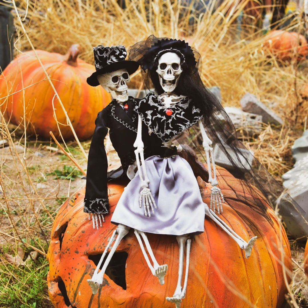 50+ Outdoor Halloween Decorations For The Front Porch & Yard