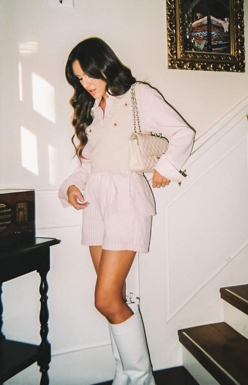 Cute light crop knit sweater vest outfit