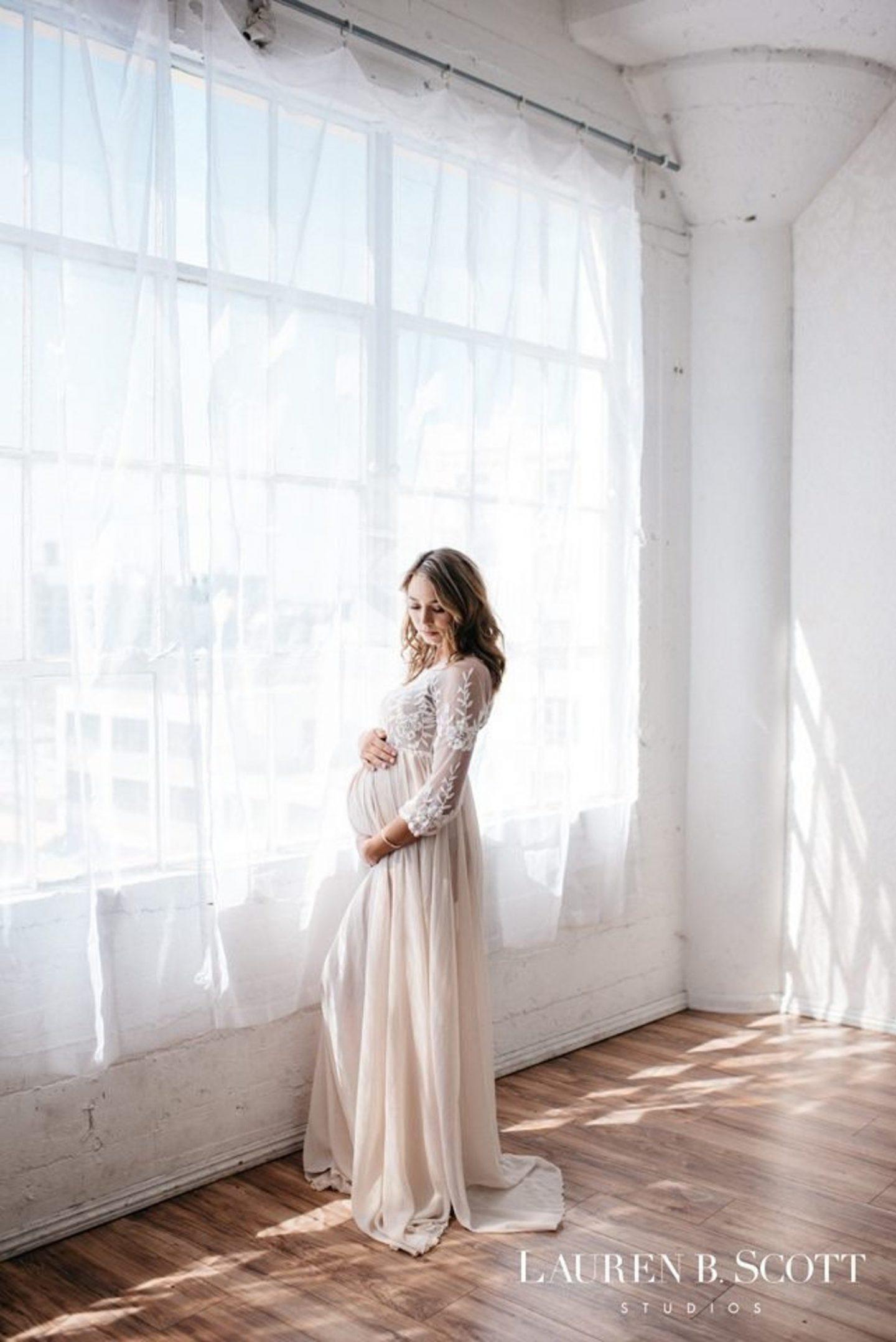 White lace maternity photo shoot dress