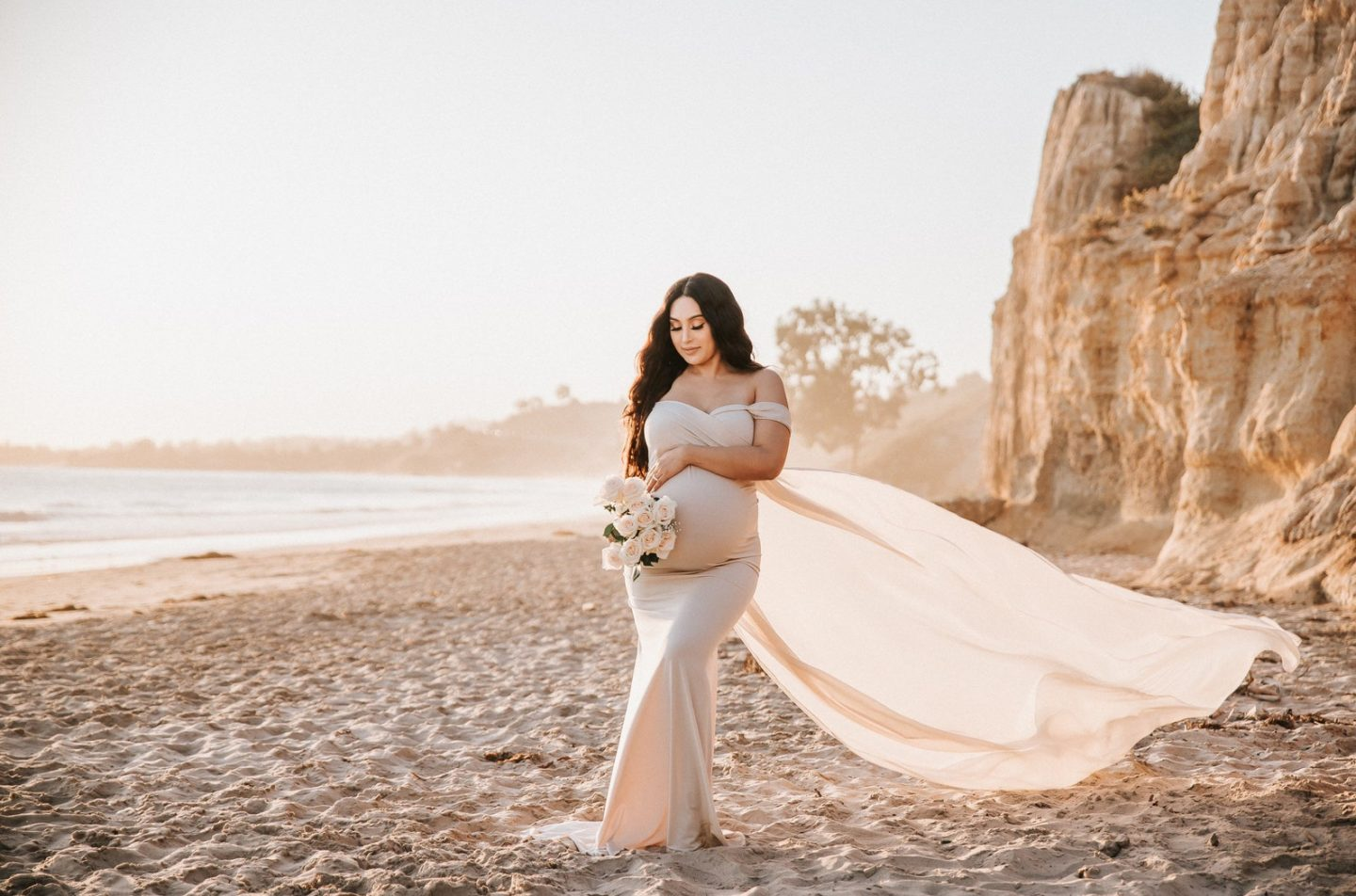 Cute light pink bodycon dress for maternity photo shoots