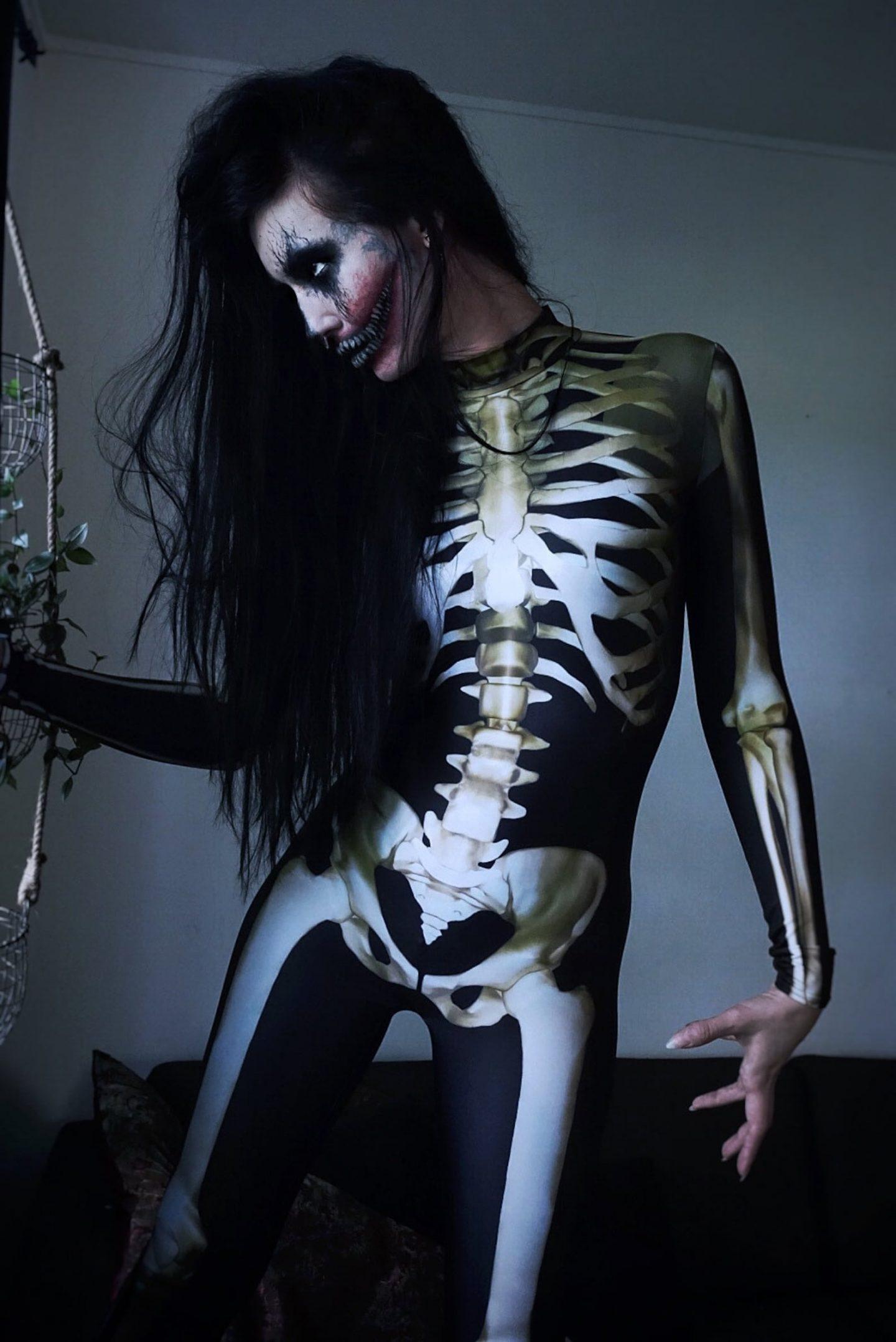 Scary skeleton Halloween costume