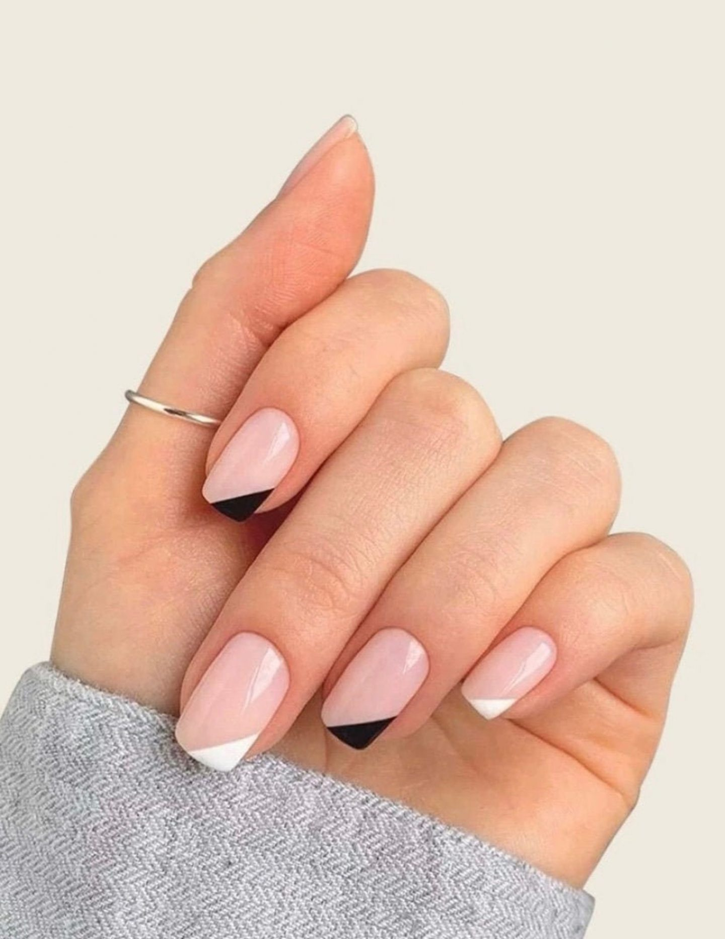 Cute short black and white minimalist French tip square nails
