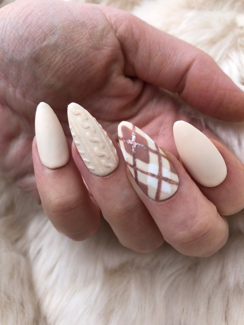 25 Gorgeous Sweater Nails To Get For The Cold Season