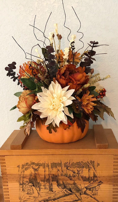 Autumnal pumpkin centerpiece for Thanksgiving
