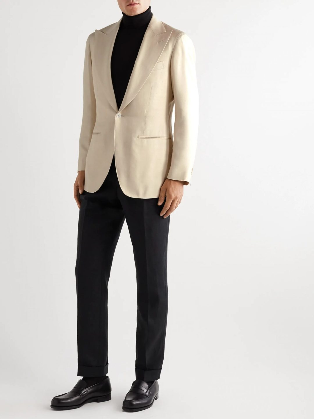 What To Wear To A Movie Premiere For Men: Cream tuxedo jacket