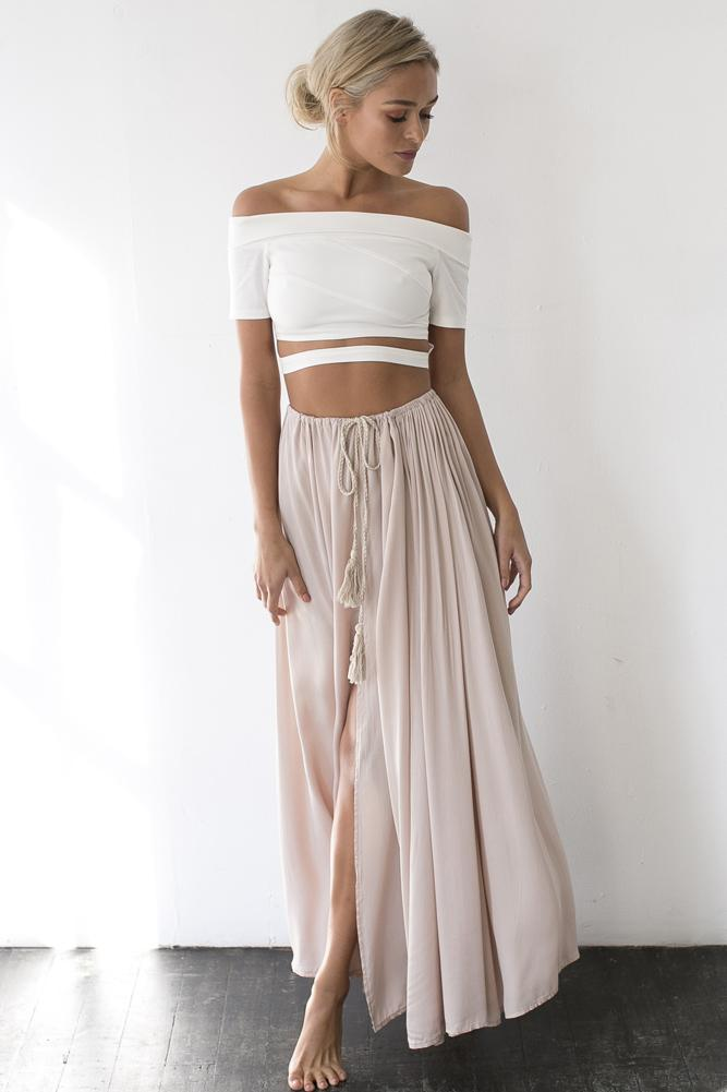 Style Guide: The Best Tops & Shirts To Wear With Maxi Skirts