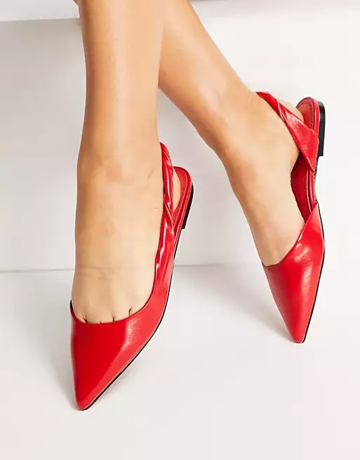 What color shoes to wear with a burgundy dress: Bright red slingbacks