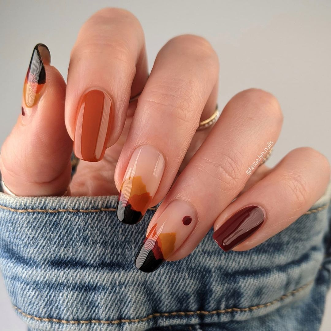 Orange and dark brown minimalist nails