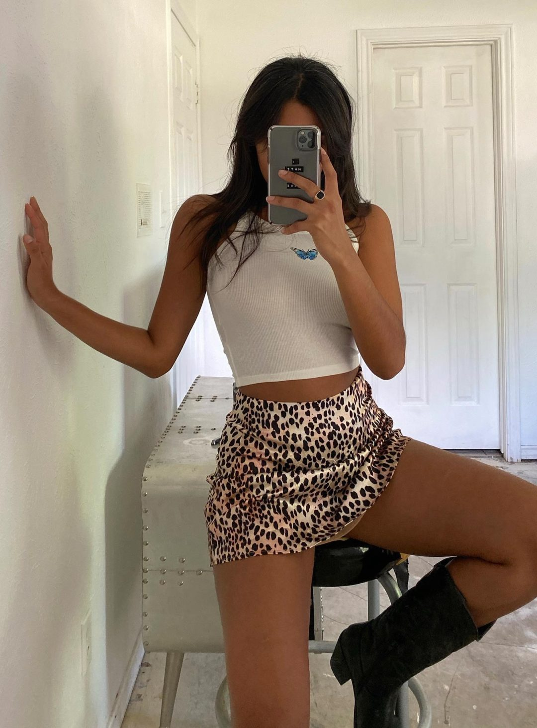 White crop to and leopard mini skirt for baddie outfits