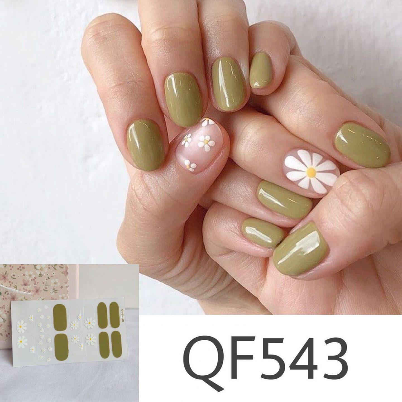 Short olive green nails with daisy nail art
