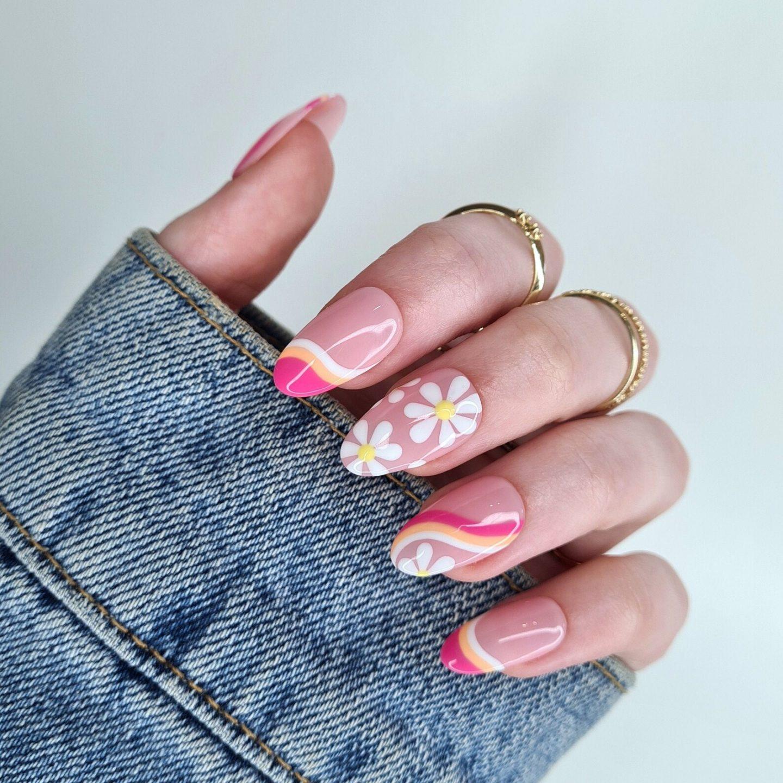 Cute retro swirl nails with daisy nail art
