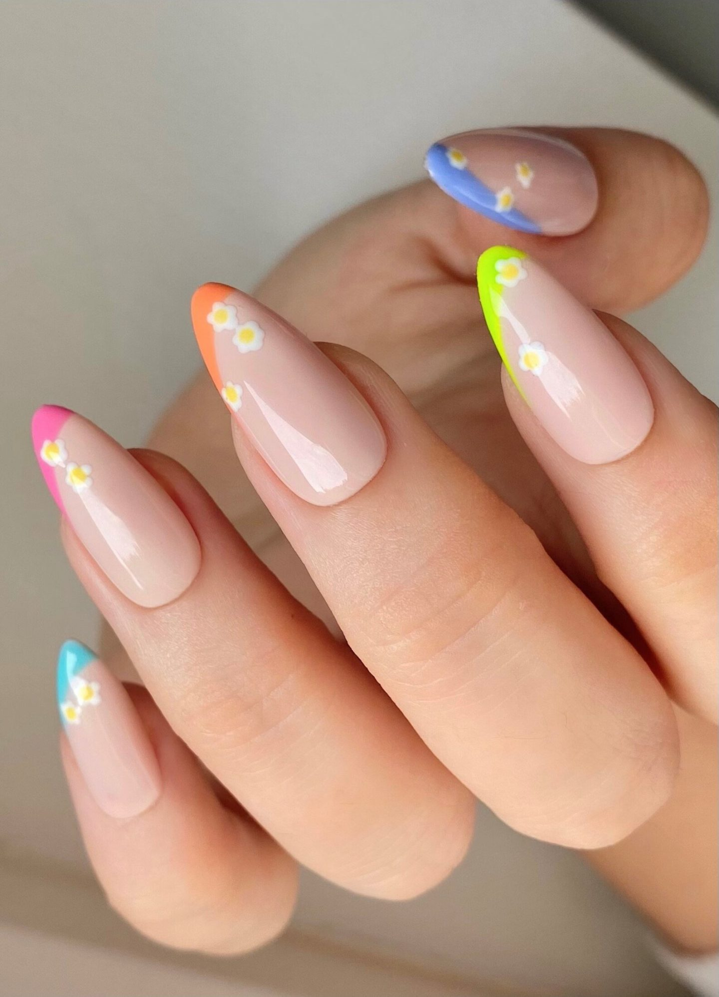 Cute minimalist colorful French tip nails with daisy nail art