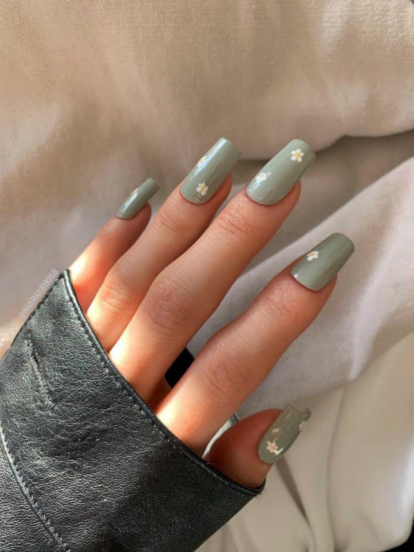 Sage green daisy nails i ncoffin shape